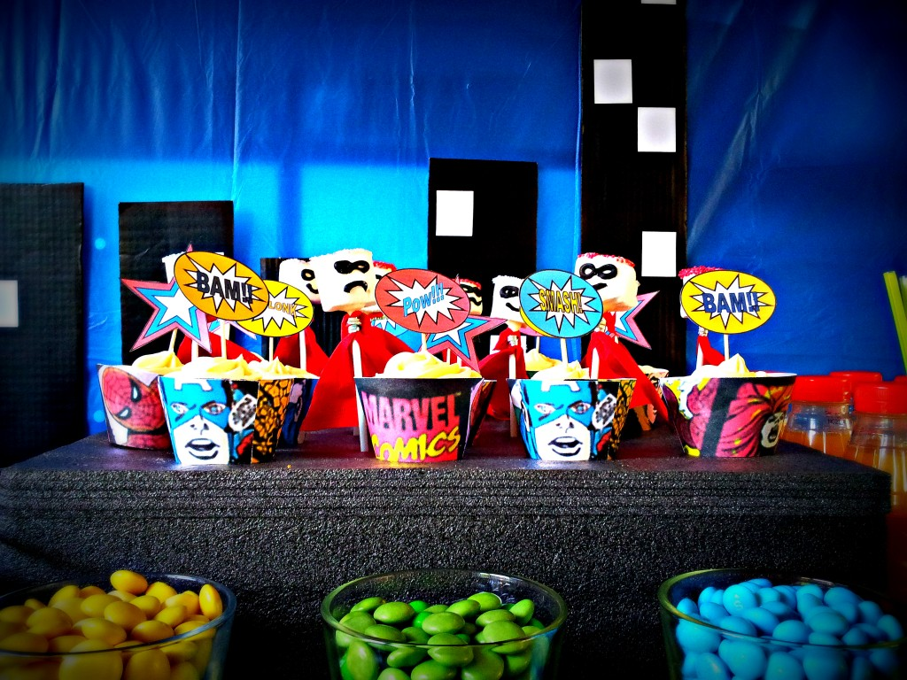 Superhero Pop Art Party Table Decoration 3 1024x768 DIY Superhero Pop Art Party:  Fun and Frugal Ideas