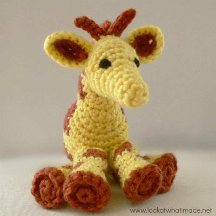 Amigurumi Hello Kitty Collection 1 : Gendry the Crochet Giraffe {A Free Little Zoo Pattern}